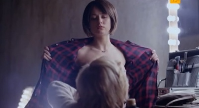 dura-pokazivaet-siski-pornogalerei-golih-russkih-zhenshin